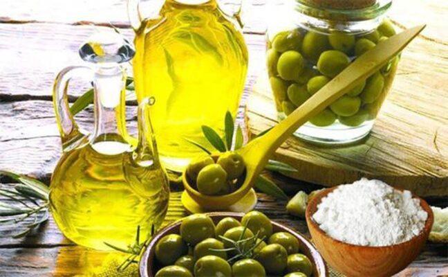 cách trị mụn cám bằng backingsoda và dầu oliu