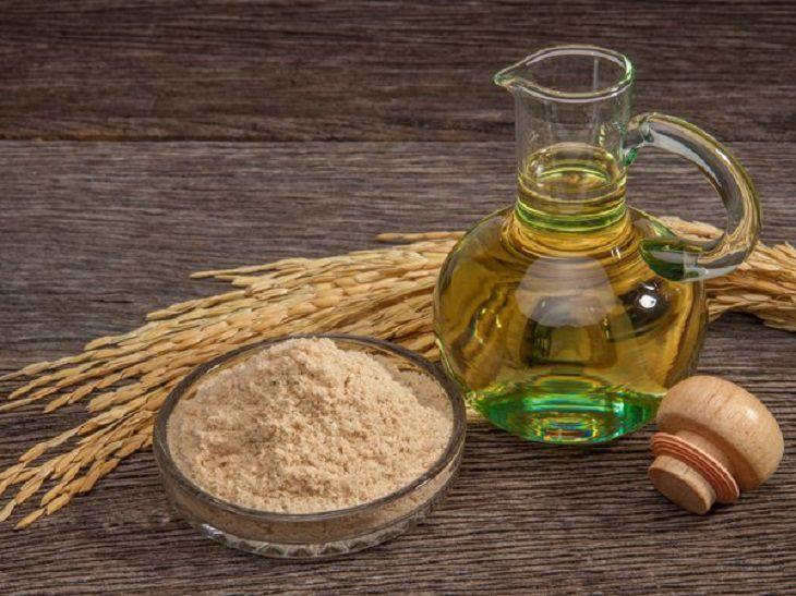 cách trị mụn cám bằng dầu dừa và cám gạo