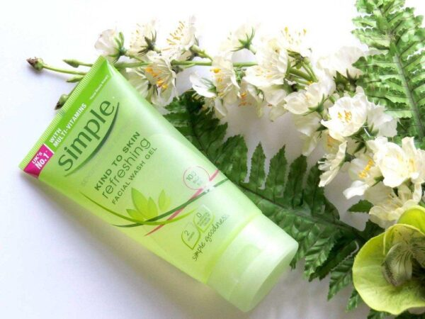 Sữa rửa mặt trị mụn Simple Kind To Skin Refreshing Facial Wash Gel