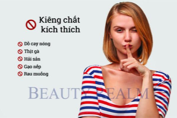 Kiêng gì để tránh phun môi bị sưng